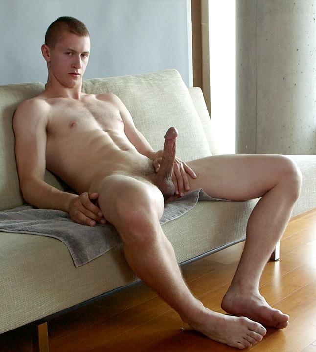 мужик дрочит со стулом хочу чтобы